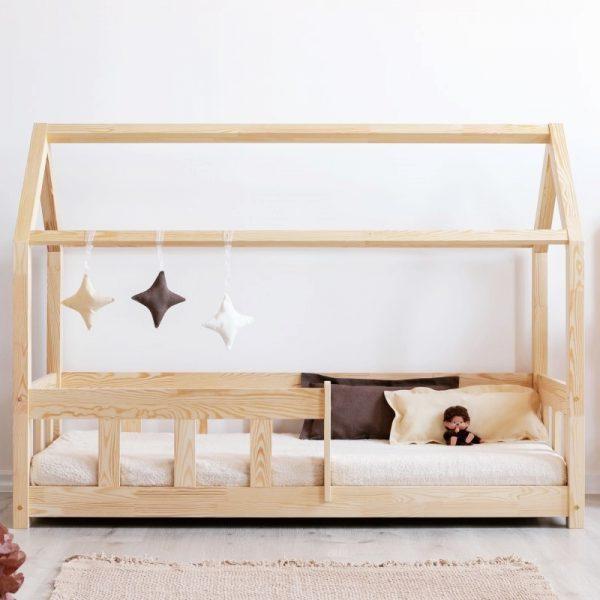 Lit cabane en bois avec barrières